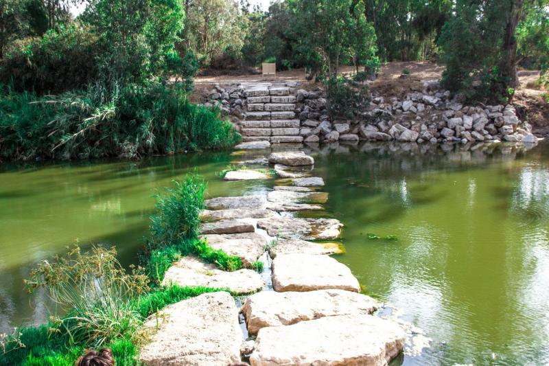 גשר אבנים בנחל שורק
