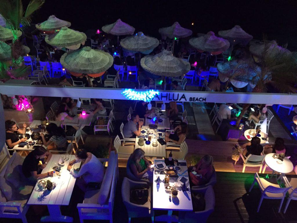 מסעדה בשילוב עם פאב על קו החוף בחרסוניסוס