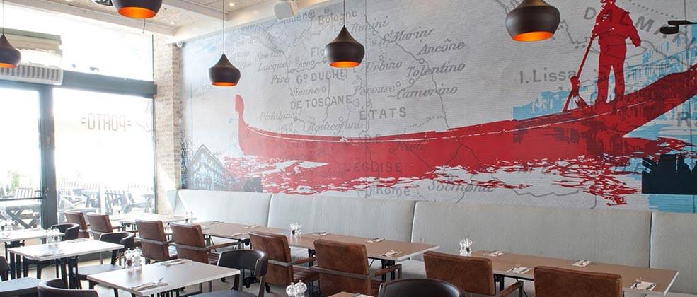 מושבים בתוך מסעדת פורטו