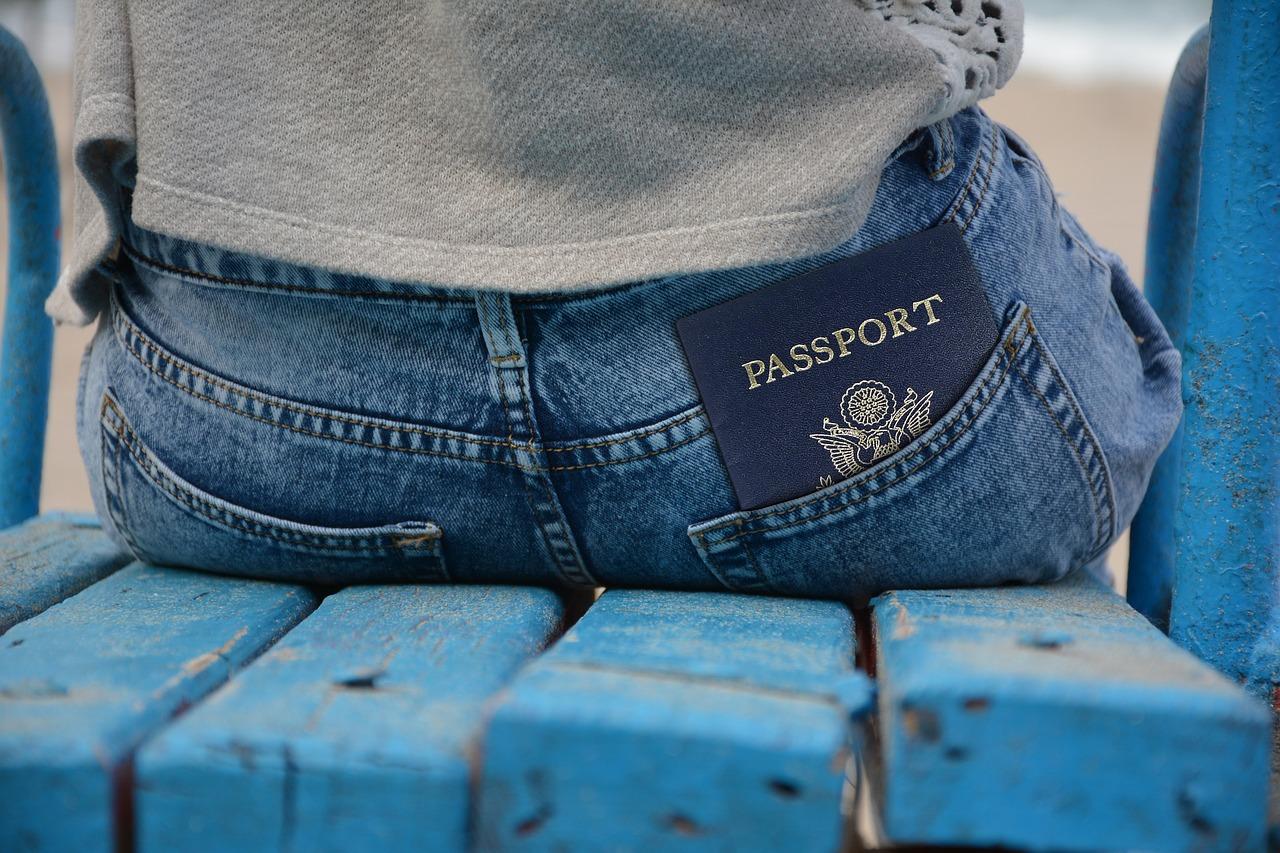 דרכון בתוך הכיס