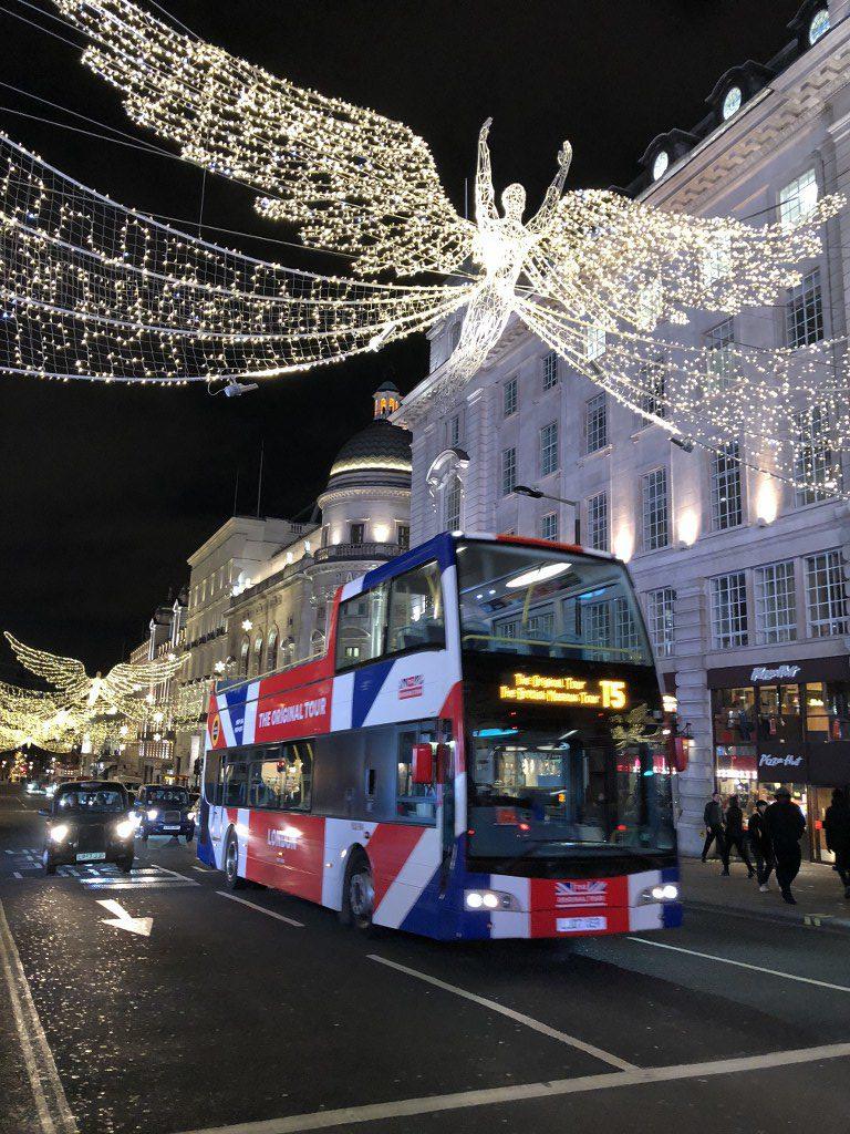 קישוטי חג המולד ברחובות