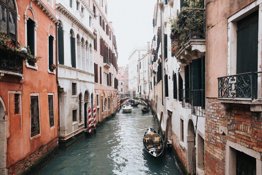 טיול בונציה באמצעות גונדולה