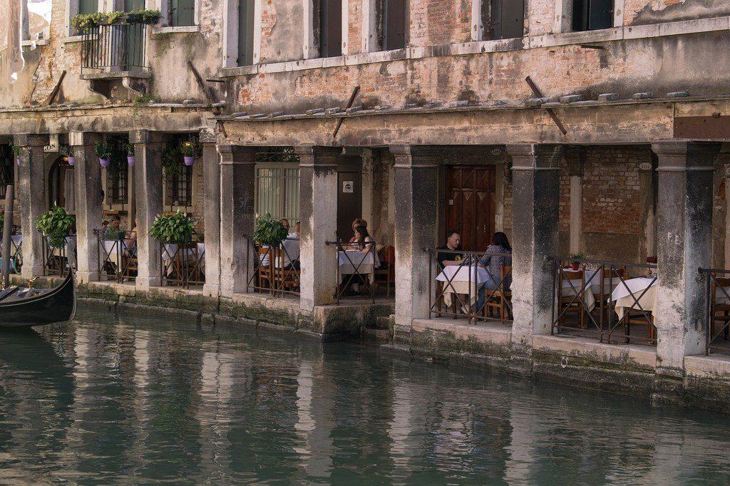 מסעדה על התעלה הגדולה בונציה