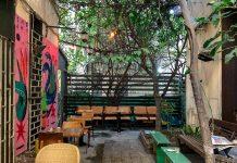 חצר בית קפה אדמונד