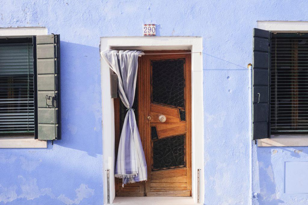 בית צבעוני באי בוראנו שבצפון איטליה