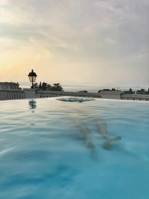 בריכת המלון באגם גארדה