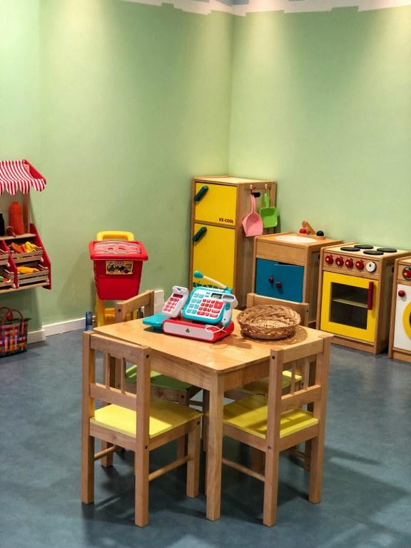 צעצועים במלון אלמירה בפאפוס