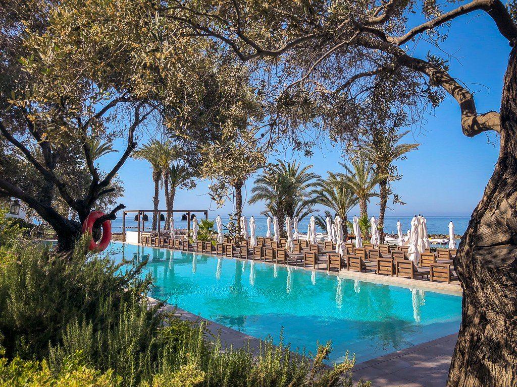 בריכה של מלון אלמירה בקפריסין