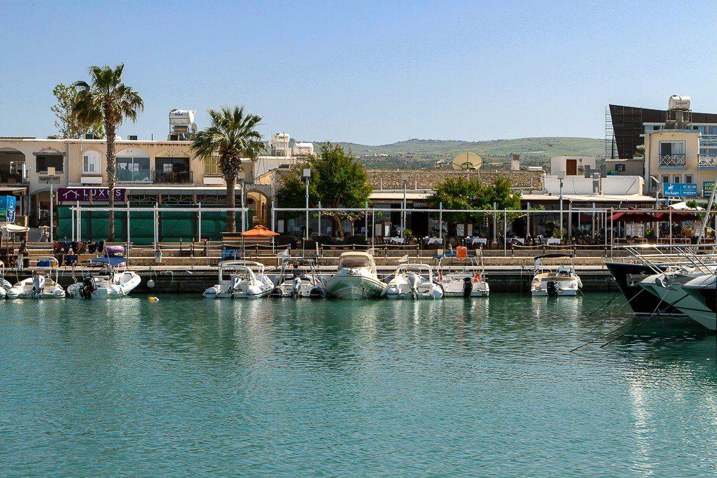 סירות בנמל לאצ'י קפריסין