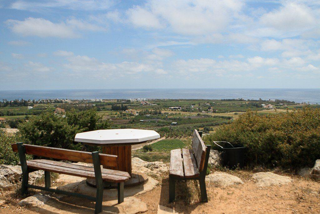 מקום ישיבה מול נוף בפאפוס