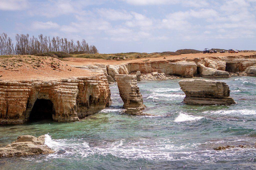 SEA CAVES מערות ים בחוף PEYIA