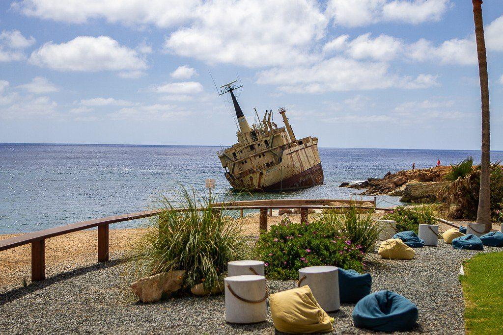 ספינה טרופה בחוף peyia באיזור פאפוס