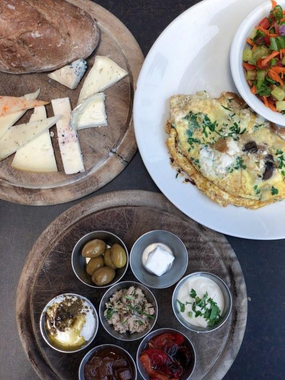ארוחת בוקר במחלבת אלטו