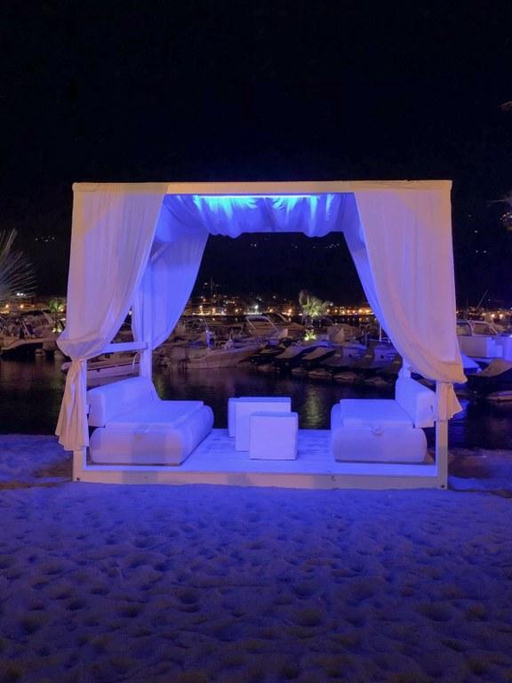 מסעדה על החוף בגיארדיני נקסוס שבסיציליה