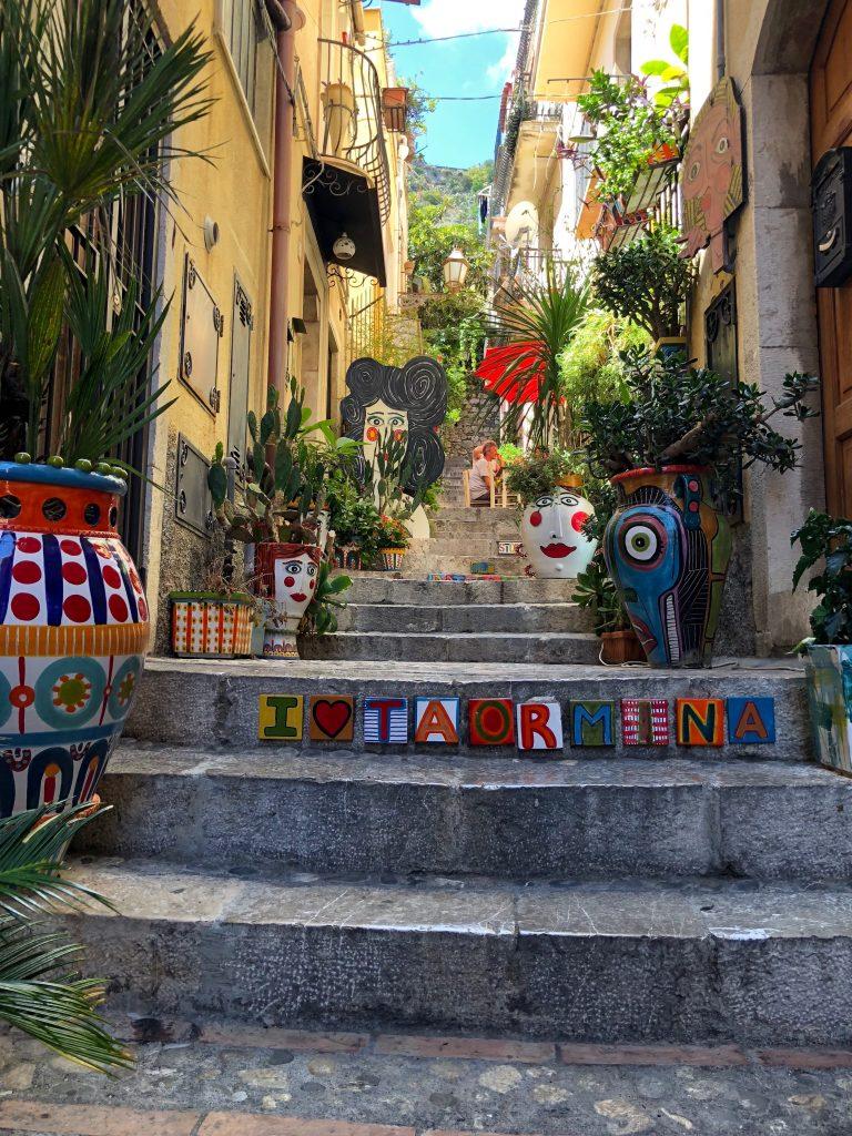 מדרגות בעיר טאורמינה