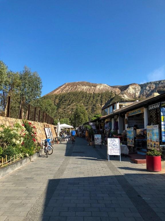 הר הגעש וולקנו בסיציליה