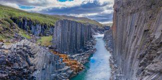 קניון עמודי הבזלת באיסלנד Studlagil
