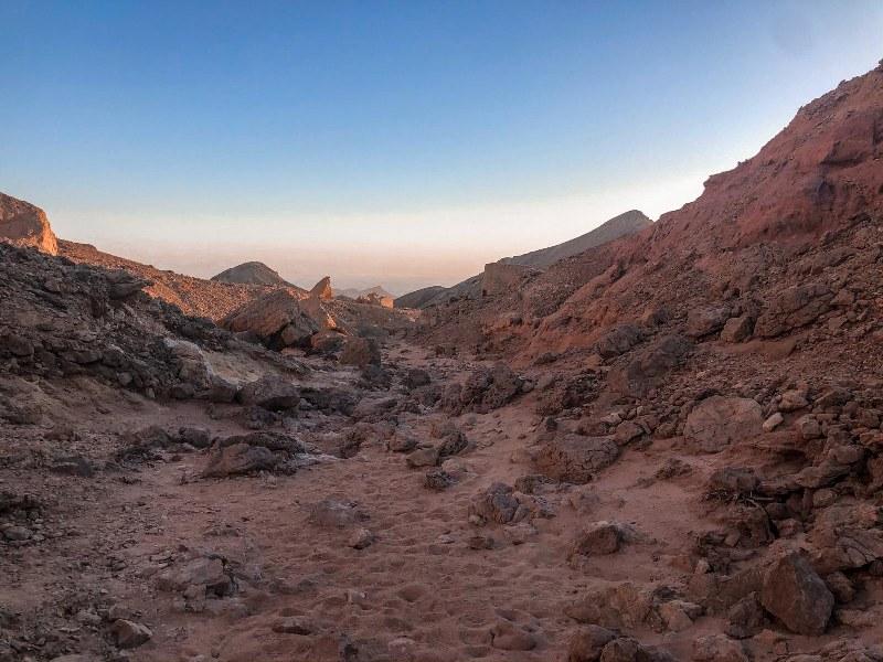 טיול רגלי באילת לכיוון תצפית על הר יהואש