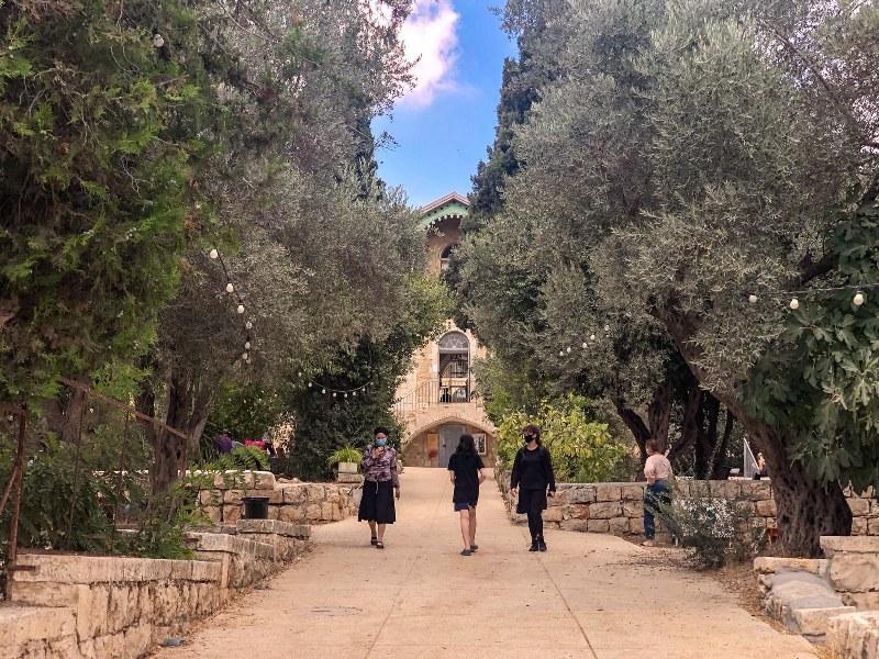 הכניסה לבית הנסן בירושלים