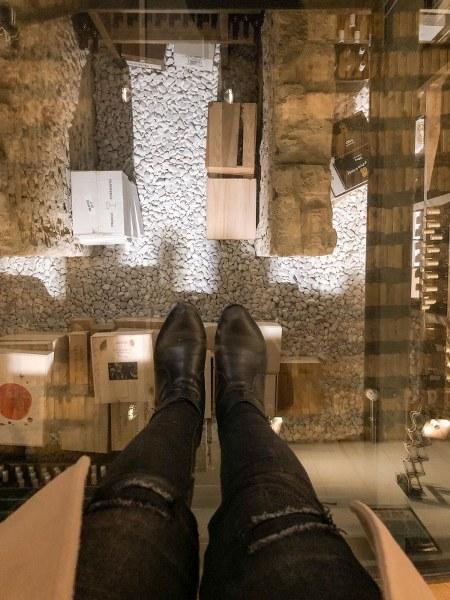 זכוכית המגנה על העתיקות בבית מלון באתונה דה פאונדרי