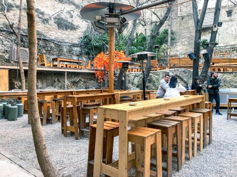 בר באתונה